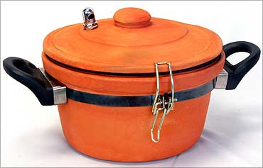 The popular clay pressure cooker.