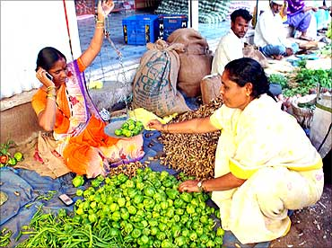 A client sells vegetables.