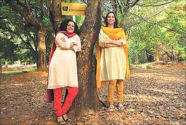 Latha Sankarnarayan (L), Sejal Sheth (R).