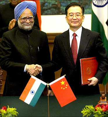 Prime Minister Manmohan Singh and Chinese Premier Wen Jiabao. A file picture.