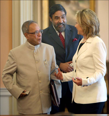 Finance Minister Pranab Mukherjee, Commerce Minister Anand Sharma with Hillary Clinton.