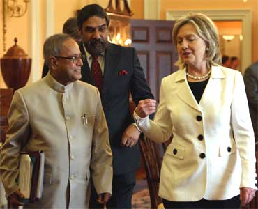 From L-R: Pranab Mukherjee, Commerce Minister Anand Sharma and Hillary Clinton.