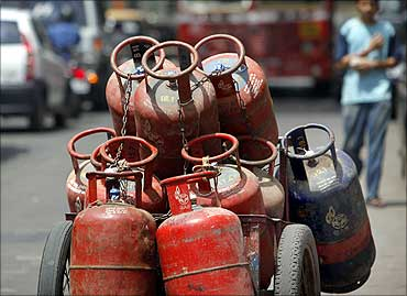 oil retailers lose Rs 272.19 on the sale of every 14.2-kg LPG cylinder.