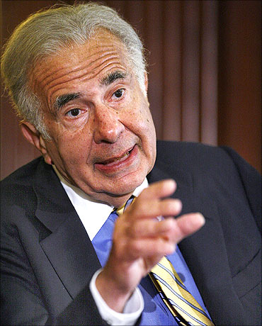 Carl Icahn speaks at a conference in New York.