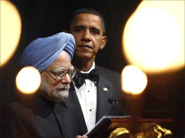 US President Barack Obama (R) listen to Prime Minister Manmohan Singh make a toast during a State Dinner in a giant tent on the South Lawn of the White House.
