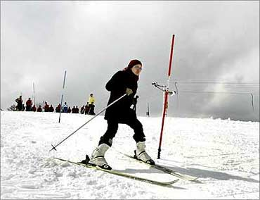 A woman learns to ski on a slope in Gulmarg, 55 km (34 miles) west of Srinagar.