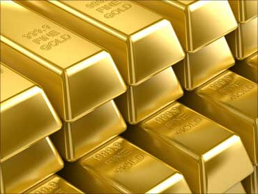 Gold zooms past Rs 18K per 10 gram