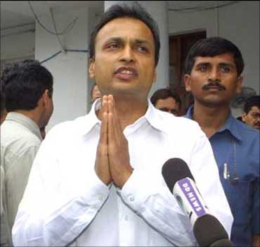 Anil Ambani in front of Breach Candy, when Dhirubhai was admitted there after he suffered a cardiac arrest.