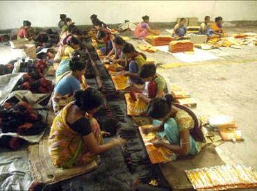 NREGA progressing well, says Manmohan