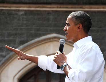 Obama interacting with the students, during his visit, to St. Xavier College.