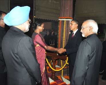 Obama being received by Lok Sabha Speaker Meira Kumar.