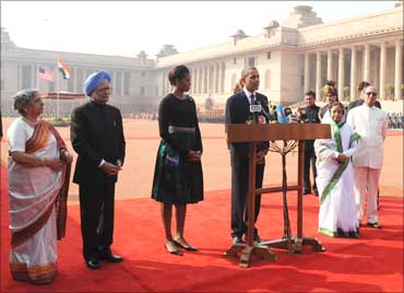 Obama interacting with the media, at the Ceremonial Reception, at Rashtrapati Bhawan, in New Delhi on November 8, 2010.