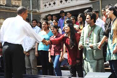 Obama interacting with the students, during his visit, at St. Xavier College.