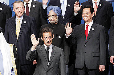 Turkey's Prime Minister Tayyip Erdogan (L), Manmohan Singh, Vietnam's Prime Minister Nguyen Tan Dung and France's President Nicolas Sarkozy.