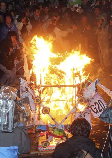 Demonstrators set fires during anti-G20 protest in Seoul.