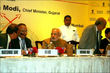 Modi with (from left) Maheshwar Sahu, Gujarat principal secretary, industries; A K Joti, chief secretary, Gujarat; and Arun Nanda.