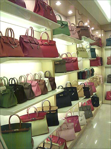 Fake foreign brand handbags.