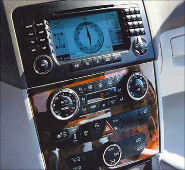 Front AC controls picture.