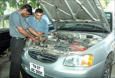 Rangarajan with a mechanic at Ignite.
