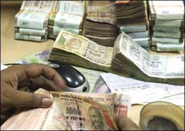 2G scam: Govt threatens to cancel telcos' licenses