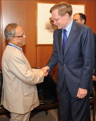 Finance Minister Pranab Mukherjee greets World Bank chief Robert Zoellick.