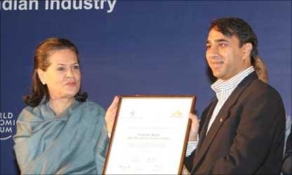 Sonia Gandhi felicitating Vikram Akula.