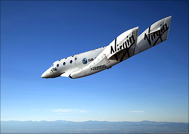 Virgin SpaceShip2 makes first test flight!