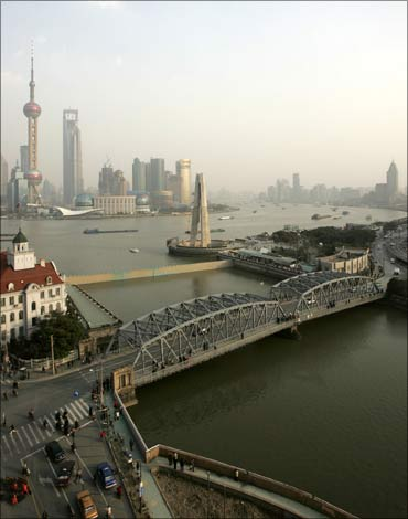 A view of the Waibaidu Bridge across the Suzhou River.