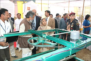 President Pratibha Patil looks at Mallesham's innovation.