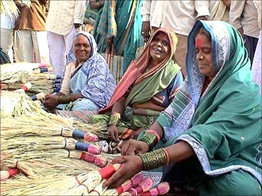 Mann Deshi Bank helps rural women.