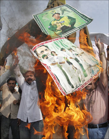 Angry Pakistani cricket fans burning posters of cricketers allegedly involved in spot fixing.