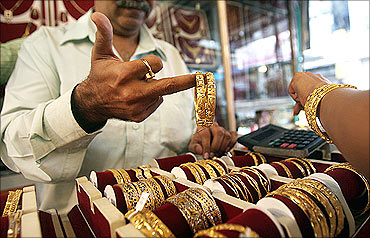 Festival discounts drive retail gold demand
