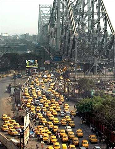 A packed Howrah Bridge, Kolkata.