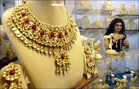 Gold at Rs 19,500; silver at all-time high!