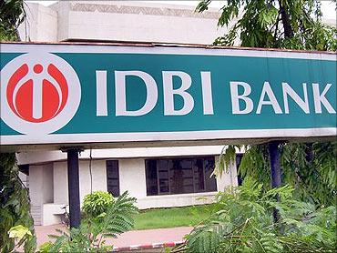 IDBI Bank logo.