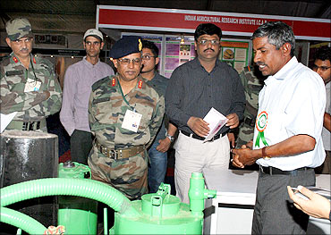 Engineers from the Army check the gasifier at the innovation exhibition at Rashtrapati Bhavan.