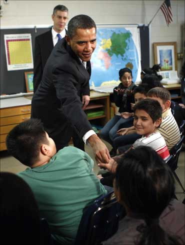 Obama greets school children.