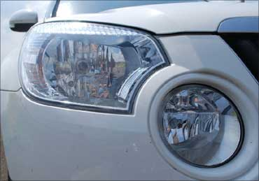 The front head lamps.
