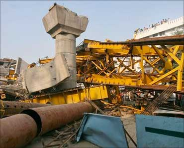 Pillars of Delhi Metro collapses.