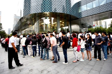 China Unicom launched Apple's latest iPhone in China on Saturday.