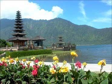 Lake Bratan bedugul Bali, Indonesia.