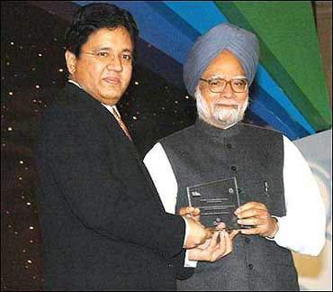Kalanithi Maran with Prime Minister Manmohan Singh.