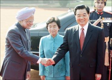 Prime Minsiter Singh greets Chinese President Hu JIntao.