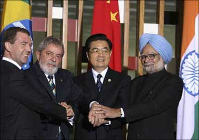 Russia's President Dmitry Medvedev (L-R), Brazil's President Luiz Inacio Lula da Silva, China's President Hu Jintao, Prime Minister Manmohan Singh.