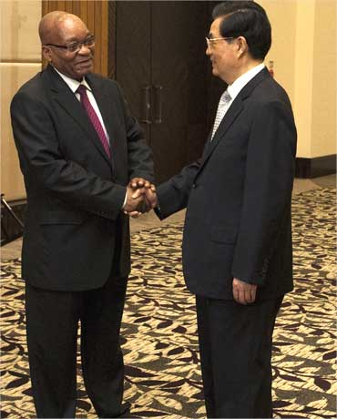 South Africa's President Jacob Zuma (L) is greeted by his Chinese counterpart Hu Jintao in Sanya, Hainan province.
