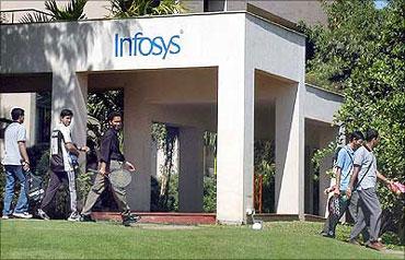 Mohandas Pai, Dinesh quit Infosys; Q4 net up 17%