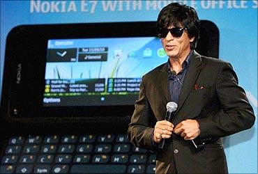 Shah Rukh Khan promotes E7.