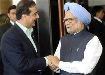Pakistan Prime Minister Yousuf Raza Gilani and Indian Prime Minister Manmohan Singh.