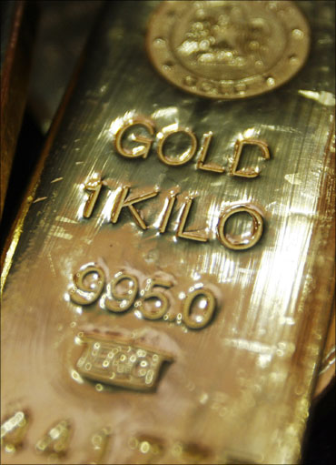 Gold hits new high at Rs 22,470, silver up by Rs 3,400