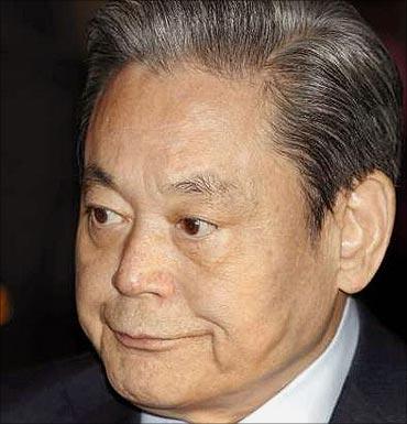Kun-Hee Lee.